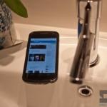 smartphone-galaxy-nexus-bathroom-3101-590x405